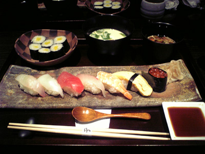 【寿司御膳】にぎりと巻物、赤だし、茶碗むし